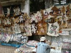 Deretan hiasan wayang kulit dijual di kawasan Pasar Wage, Purwokerto, Minggu (24/3).