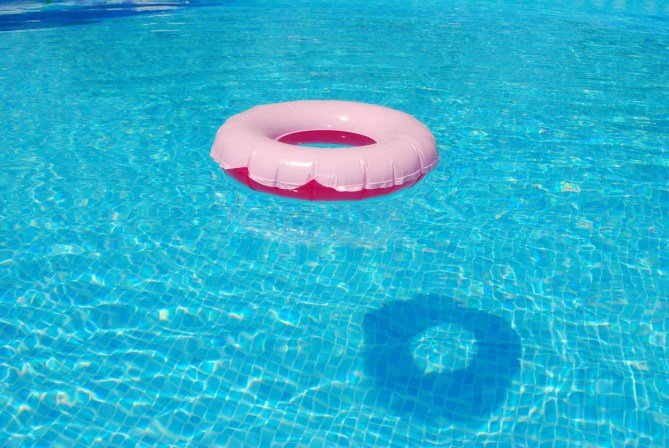 floating ring swimming pool