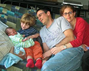 Neve Gordon Bersama Keluarga