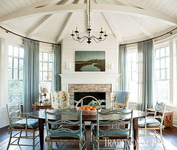 Keeping Room with Circular Adorned Beam Ceiling