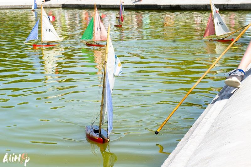 alihop-gr-paris-jardin-luxembourg-bateau