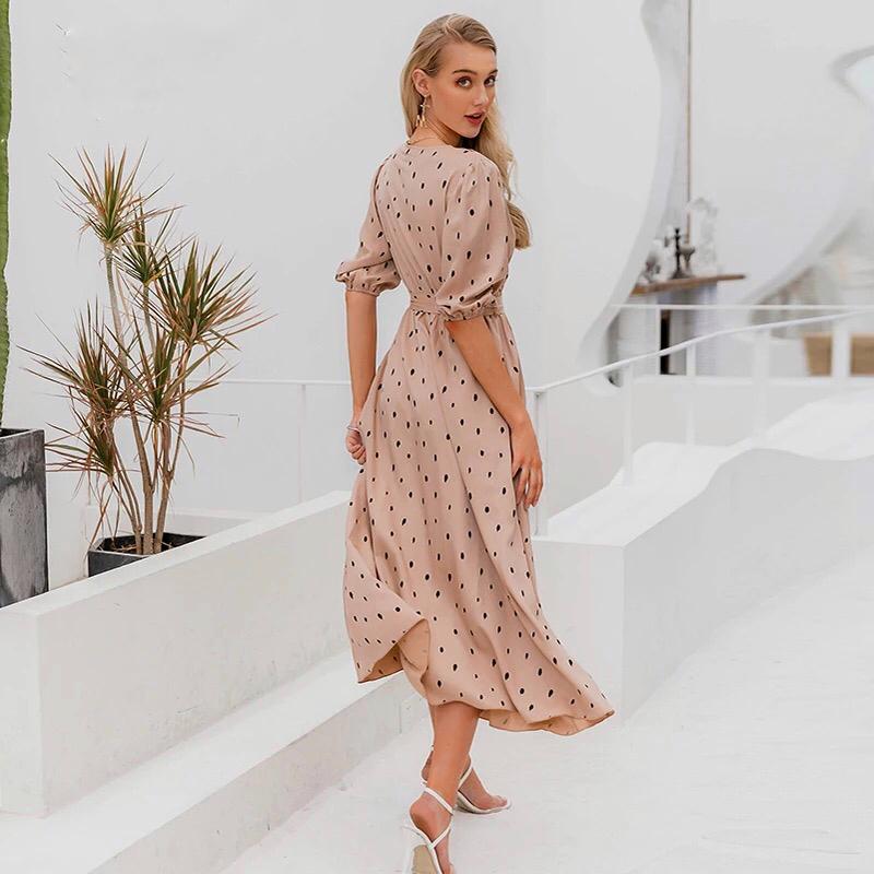 Атласное платье в горошек