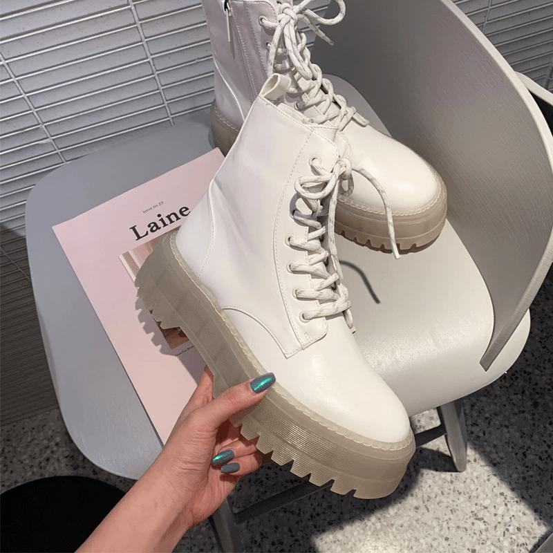 Ботинки с рифленой подошвой