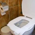 ¿Cubrir con papel higiénico el asiento del del inodoro sirve de algo?