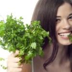 Elimina los sarros y blanquea tus dientes tan solo utilizando esta planta