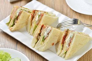 sandwich de aguacate