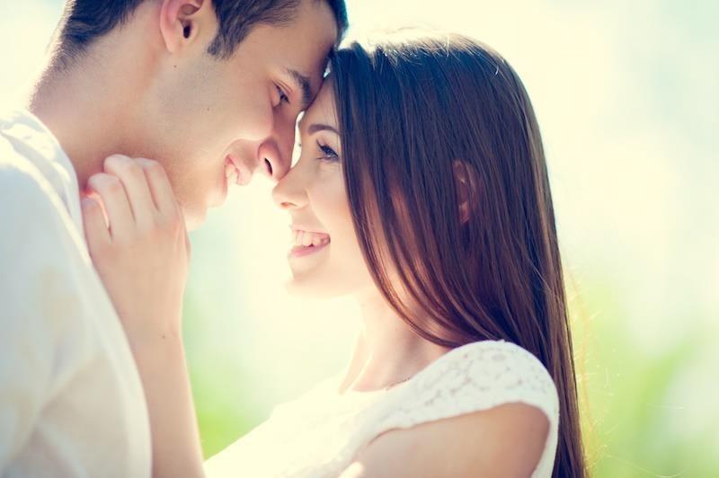 10 lucruri pe care orice femeie le merita de la partenerul ei