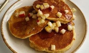 Clatite cu mere caramelizate