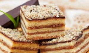 Prăjitură din foi cu prune şi nucă