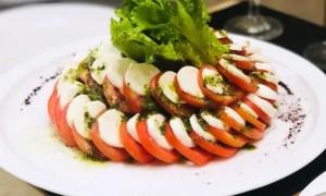 Salată de roşii cu mozzarella