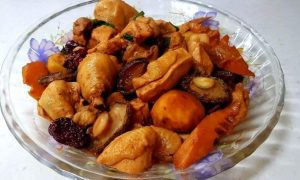 Mâncare de pui cu legume
