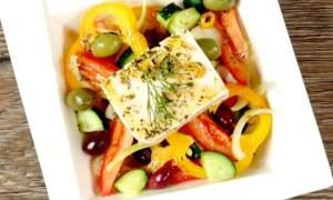 Salată grecească cu brânză