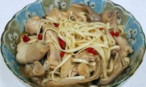 Spaghetti cu pui şi ciuperci