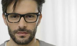 15 motive pentru care fetele iubesc băieţii cu ochelari şi îi găsesc interesanţi