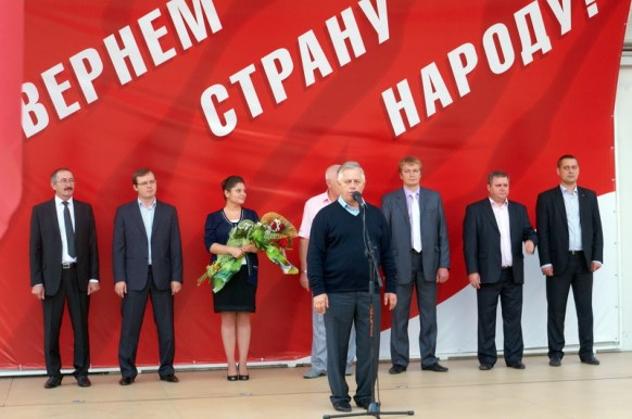 Leader of the Communist Party of Ukraine Petro Symonenko introduces the candidates
