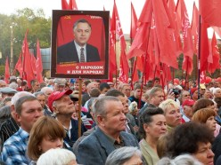 People with poster of Petro Simonenko
