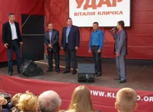 Vitaly Klitschko introduces candidates
