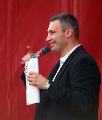 Vitaly Klitschko speaks to the people