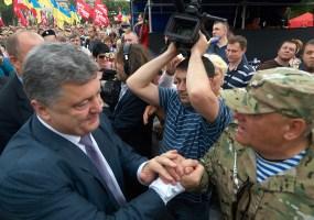 Poroshenko meets a veteran