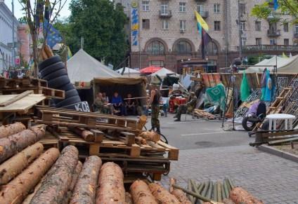 Last tents and barricades at Khreschatik