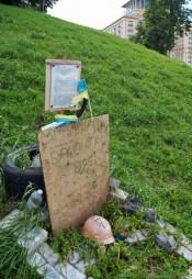 Memorial monument to activist of Euromaidan who was killed at Instztutska str.