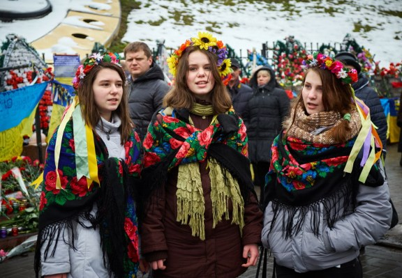 Young girls sing Ukrainian songs