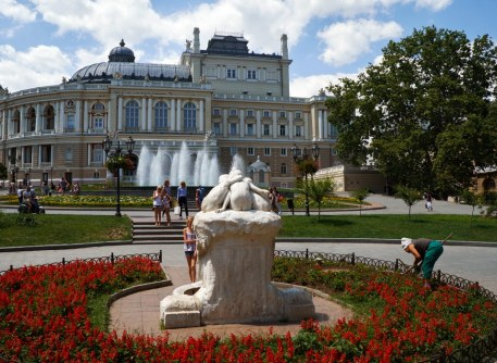 Square and fountain near Odessa National Academic Theater of Opera and Ballet