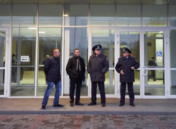 Just few policemen guards City Council building during the meeting of Yuri Vilkul supporters