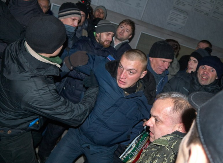 Crush between Municipal guard and meeting activists