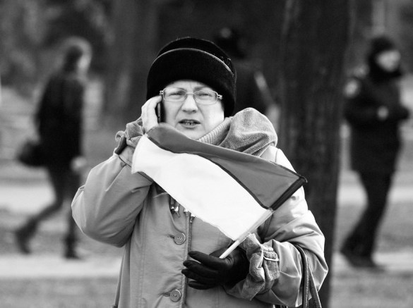 Kryvyi Rig citizen with Ukainian flag