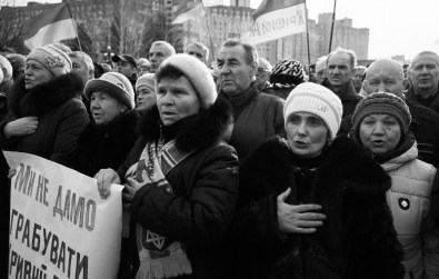 People perform the Anthem of Ukraine