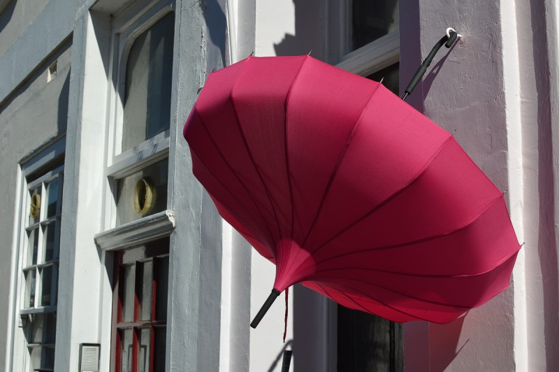 portobello-road-pink-umbrella