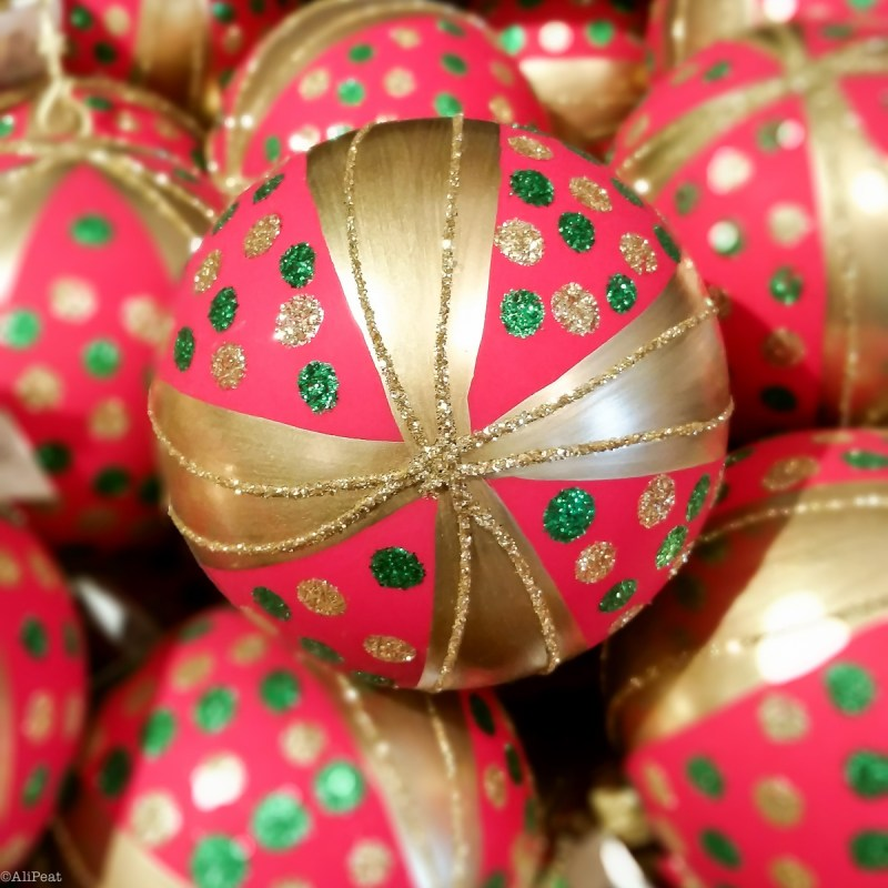 christmas-decorations-baubles