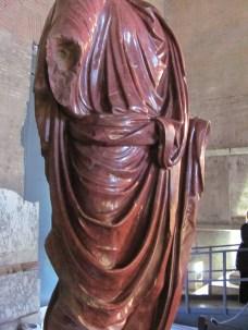 Lovely toga folds (inside Curia)