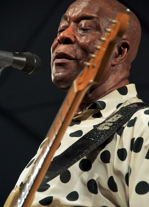 Buddy Guy at the New Orleans Jazz & Heritage Festival 2009. Photo by Doug Allsopp