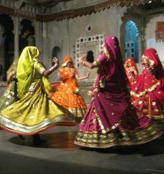 traditional indian women dancing