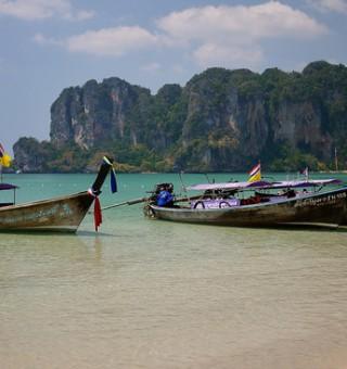 Railay-Beach-Thailand Longboats