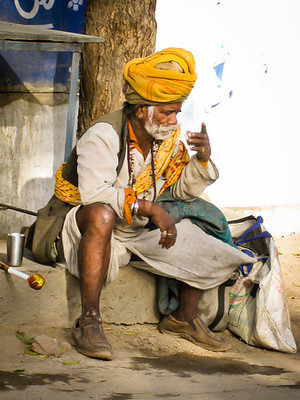 indian man drinks chai