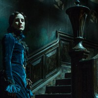 Crimson Peak (2015) : Grandiose Production Design, Guillermo Del Toro's Vision and What Went Wrong ?