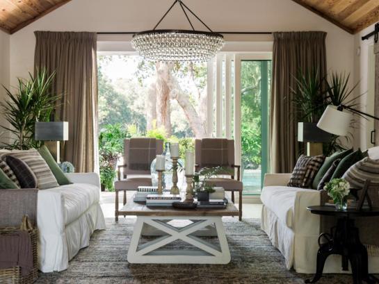 dh_2017_living-room-01-from-foyer-to-pool-door-open_h-jpg-rend-hgtvcom-966-725