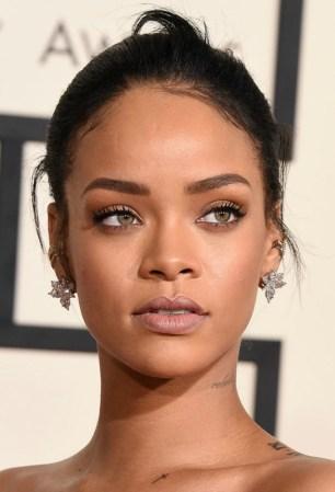 Rihanna-nude-lip