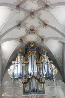 8 Church organ