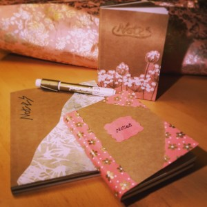DIY Friday – Unique notebooks for bookworms and stationery-lovers. Pink notebooks