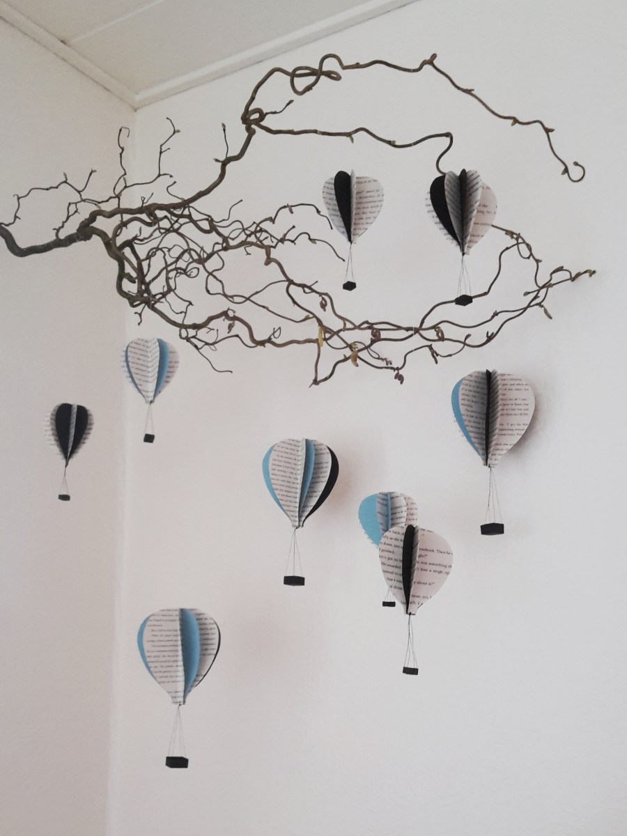 DIY Friday – Bookish air balloon mobile 24
