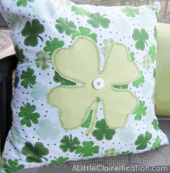 St. Patricks Day Crafts: A St. Patrick's Day Pillow with ALittleClaireification.com #crafts #DIY #StPattysDay #Irish