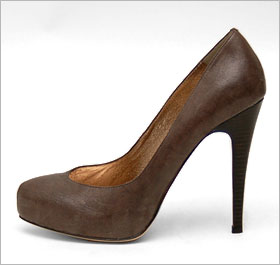I actually own these shoes. I just thought to myself, would Serena Kim rock these? The answer was yes. So I bought 'em. Yet in my closet they sit.