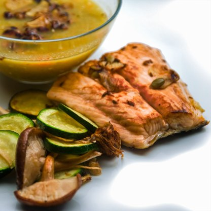 Red lentils, salmon, courgette and mushrooms