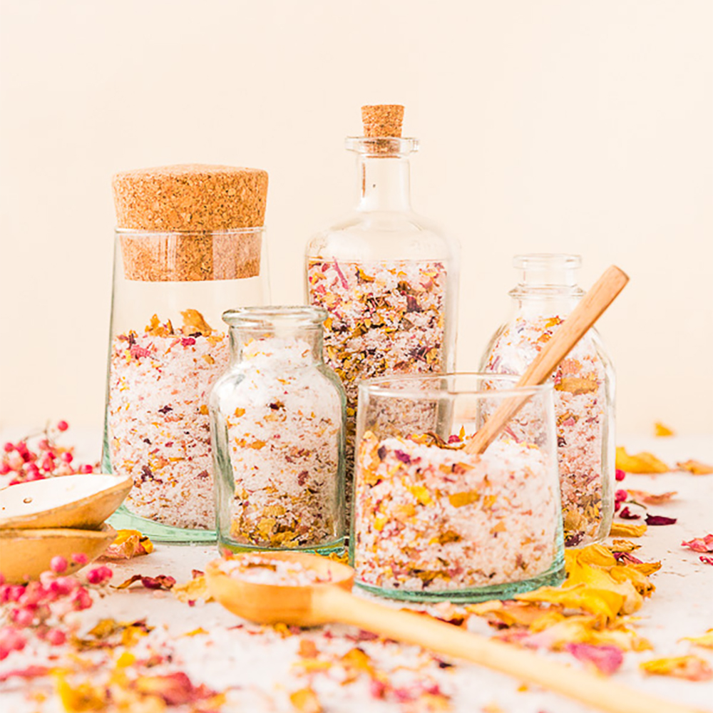 The perfect Christmas gift - DIY rose petal bath salts | Aliz's Wonderland