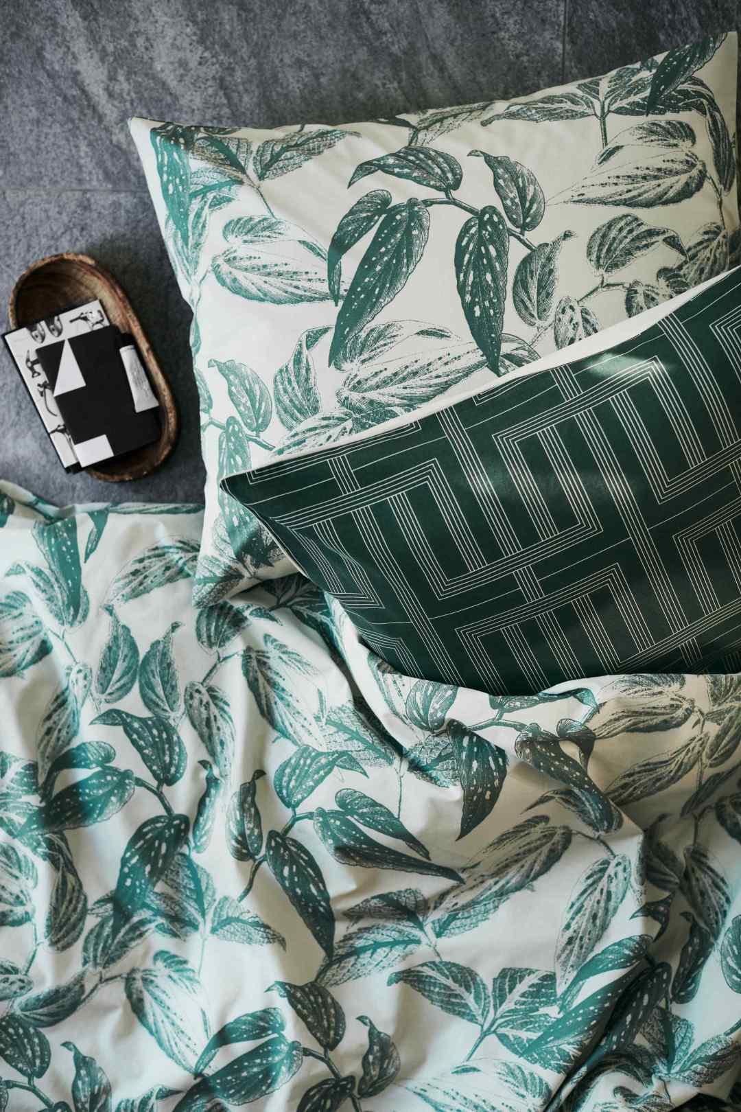 Leaf print duvet cover set by H&M Home - Tropical bedroom- Transform your home into a tropical paradise | Aliz's Wonderland