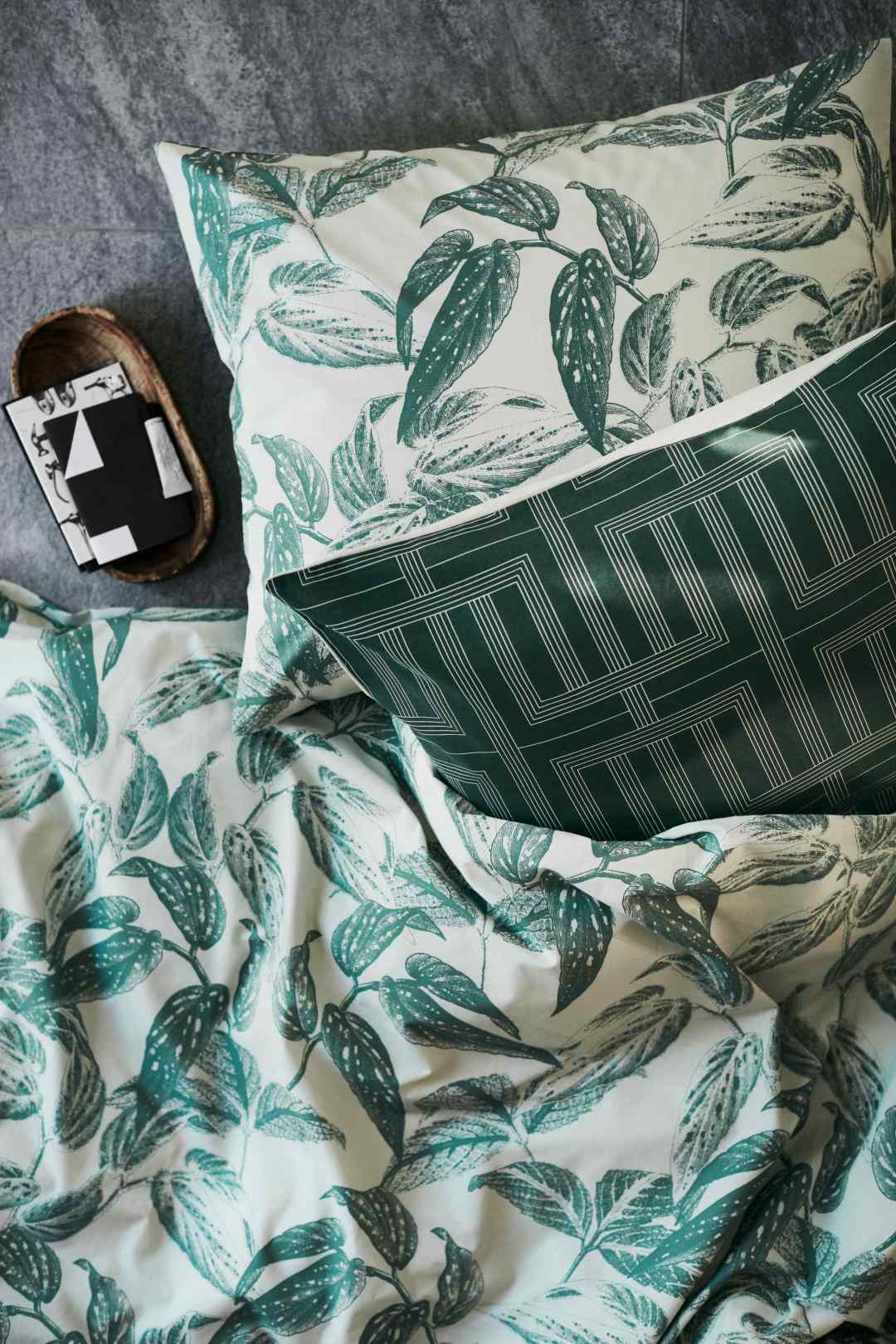 Leaf print duvet cover set by H&M Home - Tropical bedroom- Transform your home into a tropical paradise | Aliz's Wonderland